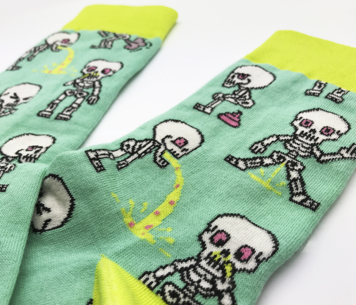 bidges-and-sons__Socken_nasty-skeletons_mint yellow_testimonial_product_2349_4552