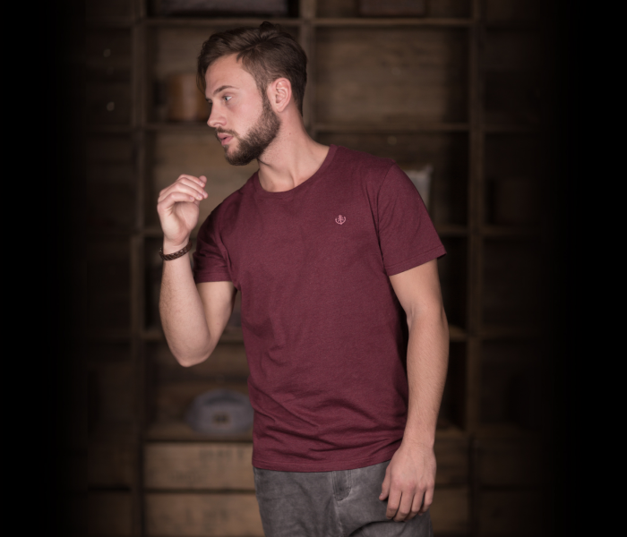 bidges-and-sons_gents_t-shirt_tanker-basic_burgundy-heather_scribble_1366_3938